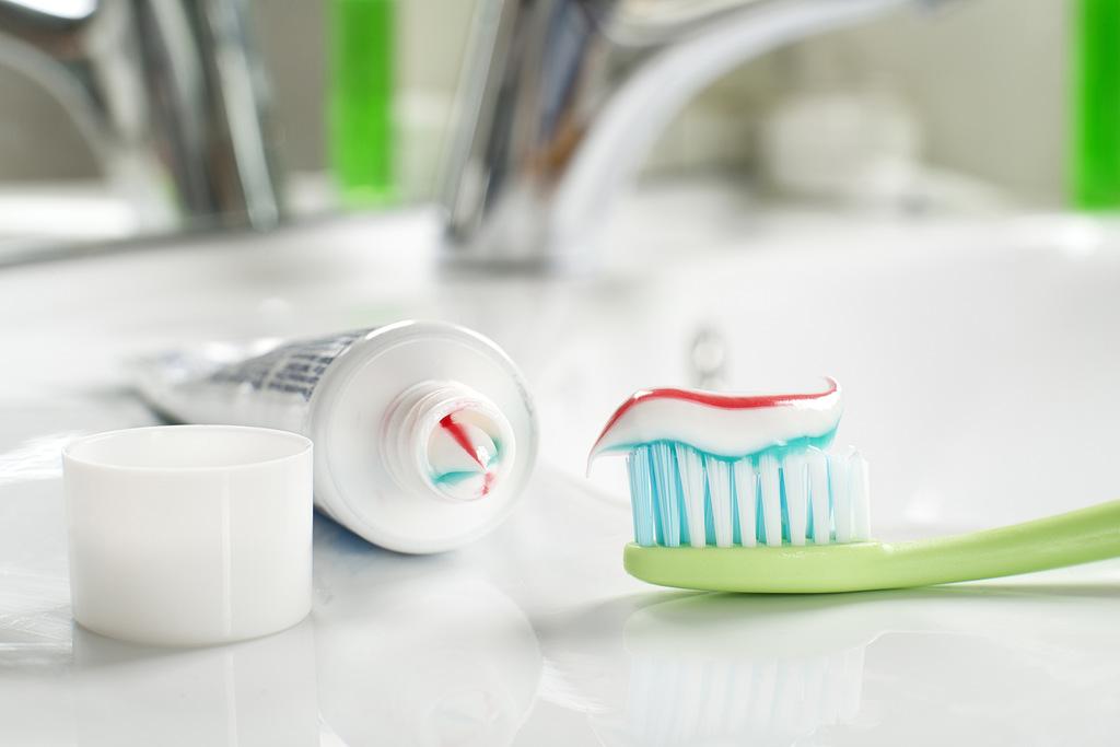 escova-dentes-hepatite