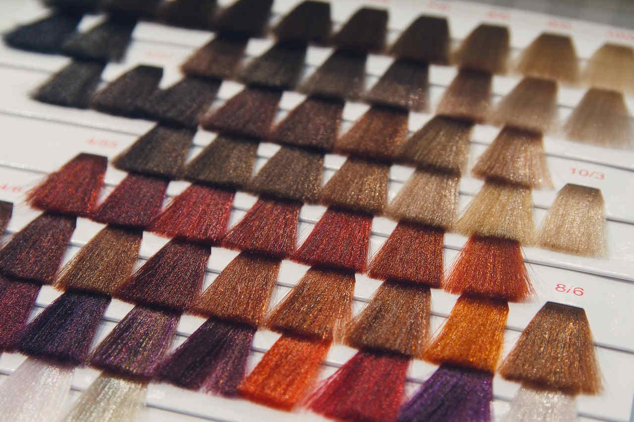 Esta é a cor de cabelo perfeita para o tom da sua pele!