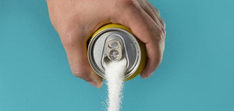 tomar refrigerante faz mal e traz malefícios ao corpo a médio e longo prazo