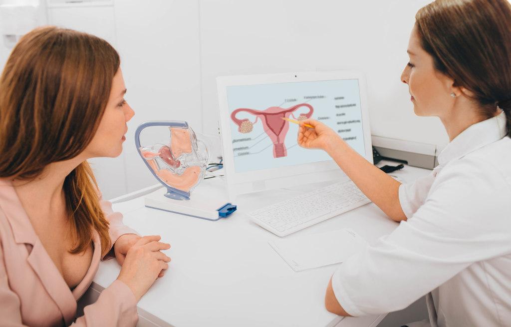 Como reconhecer os sintomas do câncer de colo de útero? Descubra!