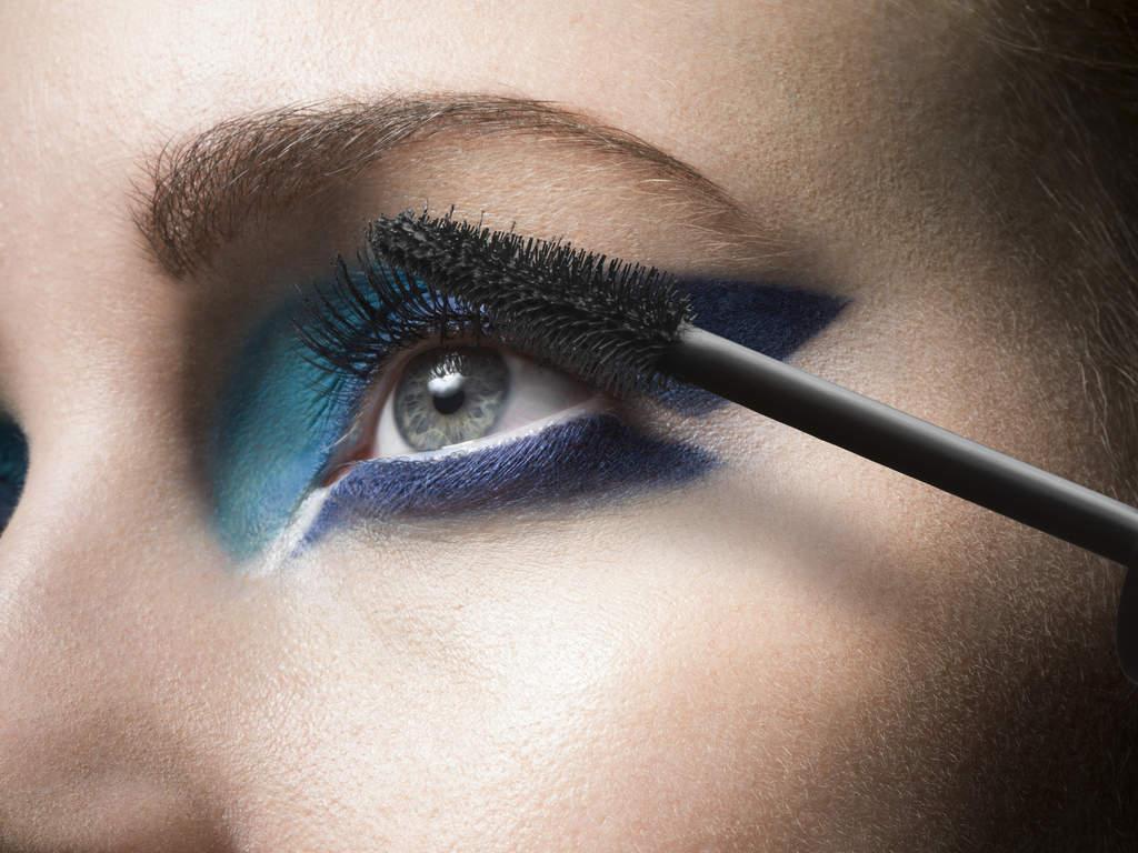 Como proteger os olhos ao usar maquiagem? Veja os cuidados mais importantes na hora da aplicação