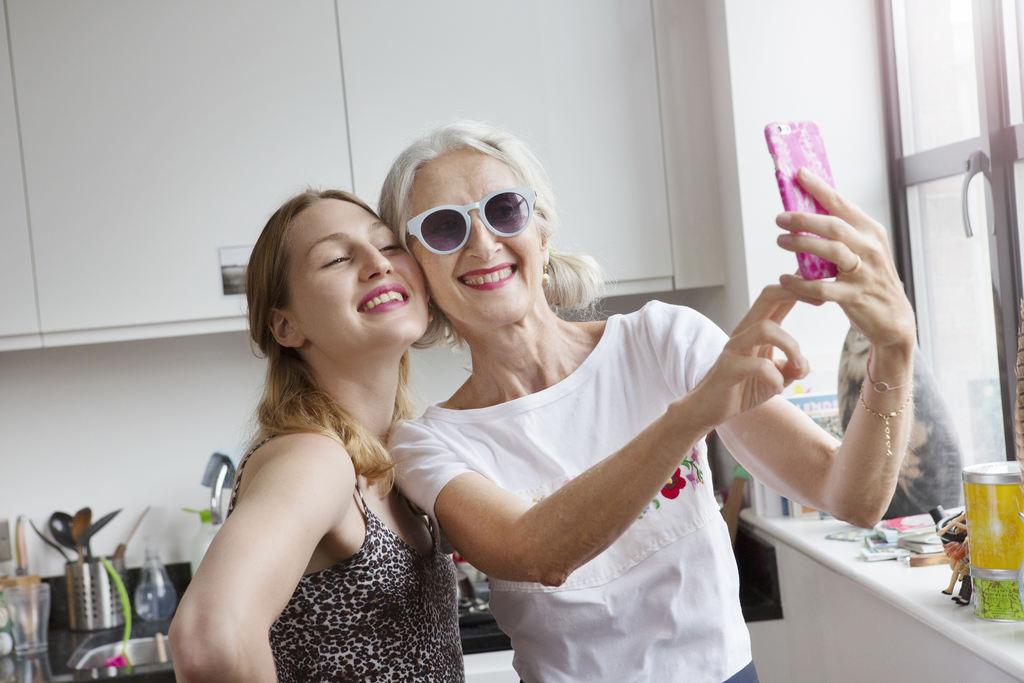 Como se maquiar em casa? Veja 9 dicas para arrasar nas lives, chamadas de vídeo e selfies