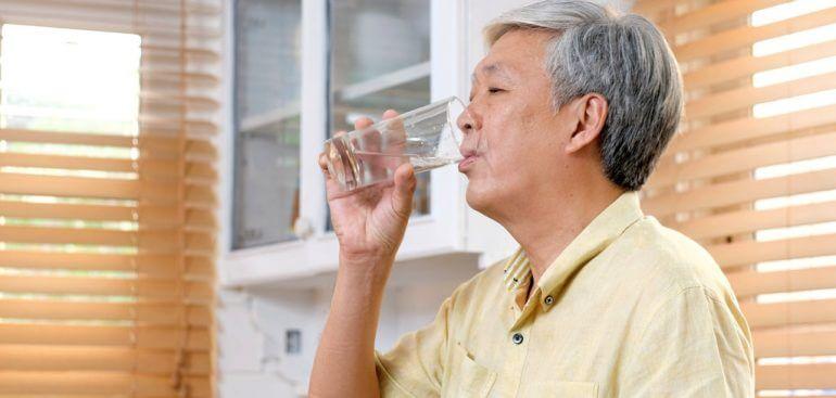 Veja como evitar a infecção urinário em idosos com 5 passos simples