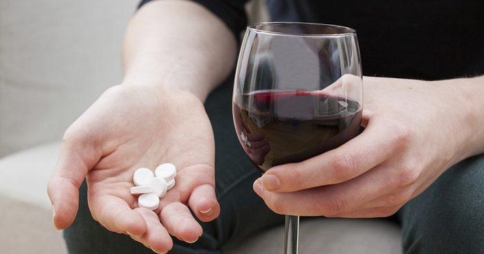 Há muitas razões para evitar a mistura perigossa de álcool com medicamentos